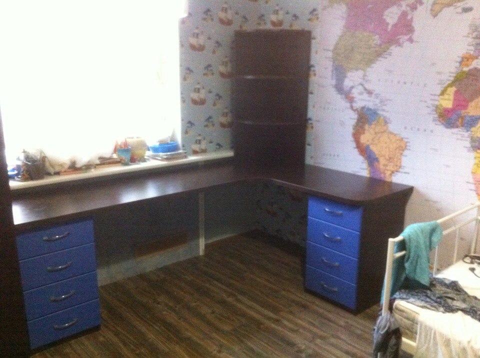 Недорогой письменный стол