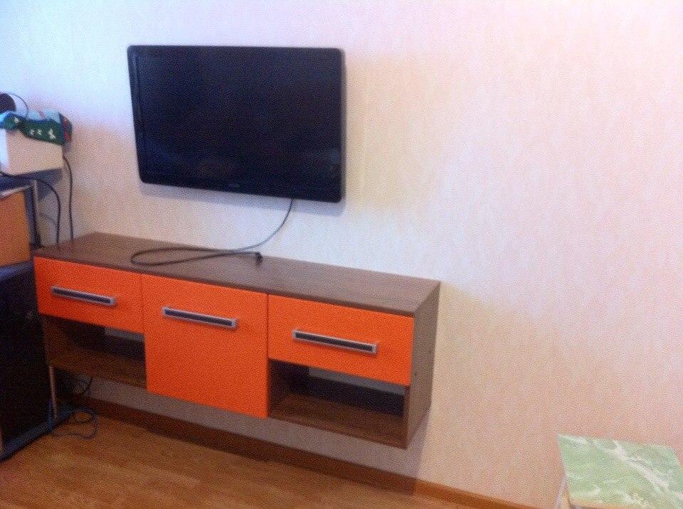 Оранжевая тумба под телевизор на заказ