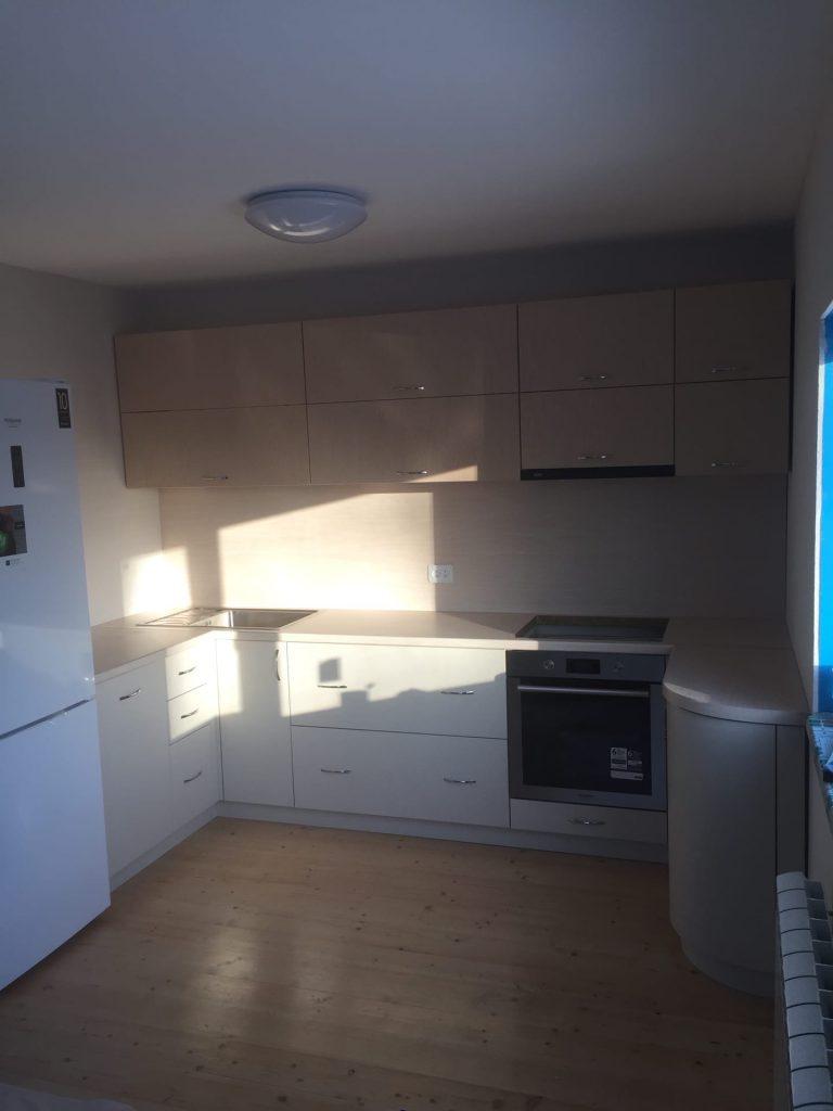 Светло-бежевая кухня